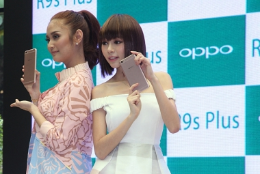 OPPO R9S PLUS UNVEILED BY LOCAL CELEBRITIES MIN CHEN AND AYDA JEBAT