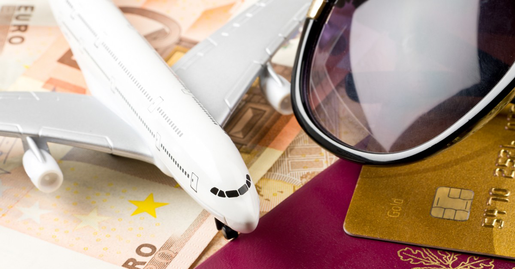 3 WAYS TO USE YOUR CREDIT CARD WISELY WHEN YOU TRAVEL OVERSEAS