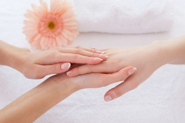 MAMONDE INTRODUCES FLOWER TOUCH HAND MASSAGE AT ALL ITS BEAUTY COUNTERS