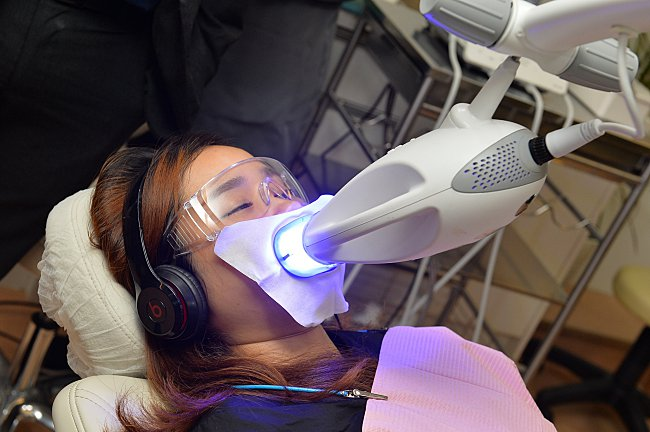 Pairing Teeth Whitening With Spa Treatment – Now That's A First!