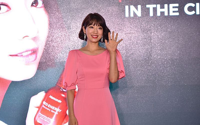 PARK SHIN HYE OFFICIATES THE LAUNCH OF MAMONDE RED ENERGY RECOVERY SERUM