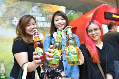 SOMERSBY CIDER'S GIANT APPLES UNVEIL #MAGICMOMENTS!