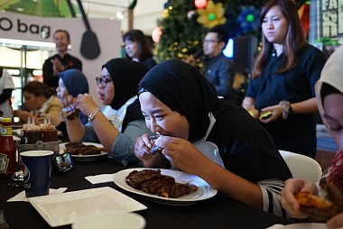 TONY ROMA'S RIBS-EATING CONTEST GETS INTO MALAYSIA BOOK OF RECORDS!