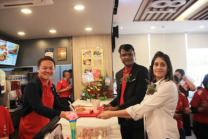 Marrybrown® Combined Forces To Open First Outlet At Caltex Sungai Choh, Rawang