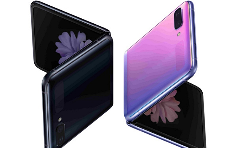 THE FUTURE CHANGES SHAPE: EXPRESS YOURSELF WITH GALAXY Z FLIP